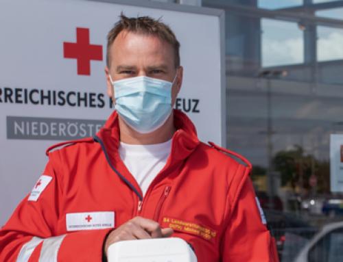 Bussetti mit Desinfektionsmittel-Spende für das Rote Kreuz NÖ